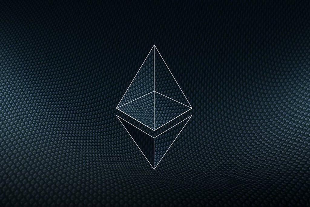 Ethereum - вторая по капитализация криптовалюту, представляющая из себя платформу для реализации децентрализованных приложений со смарт контрактами
