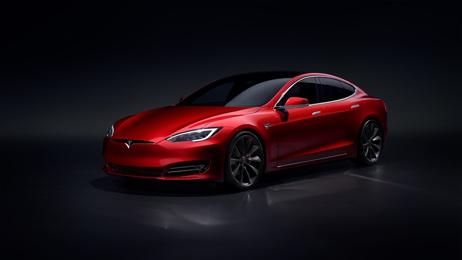 Акции Tesla подорожали за три месяца на 410% и обошли биткоин по доходности