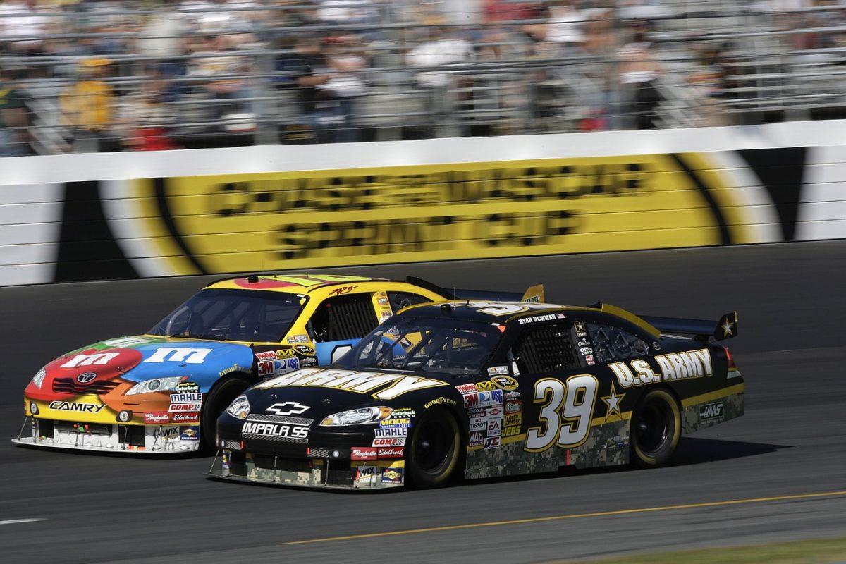 Square стала спонсором гонщика NASCAR для размещения логотипа биткоина на его автомобиле