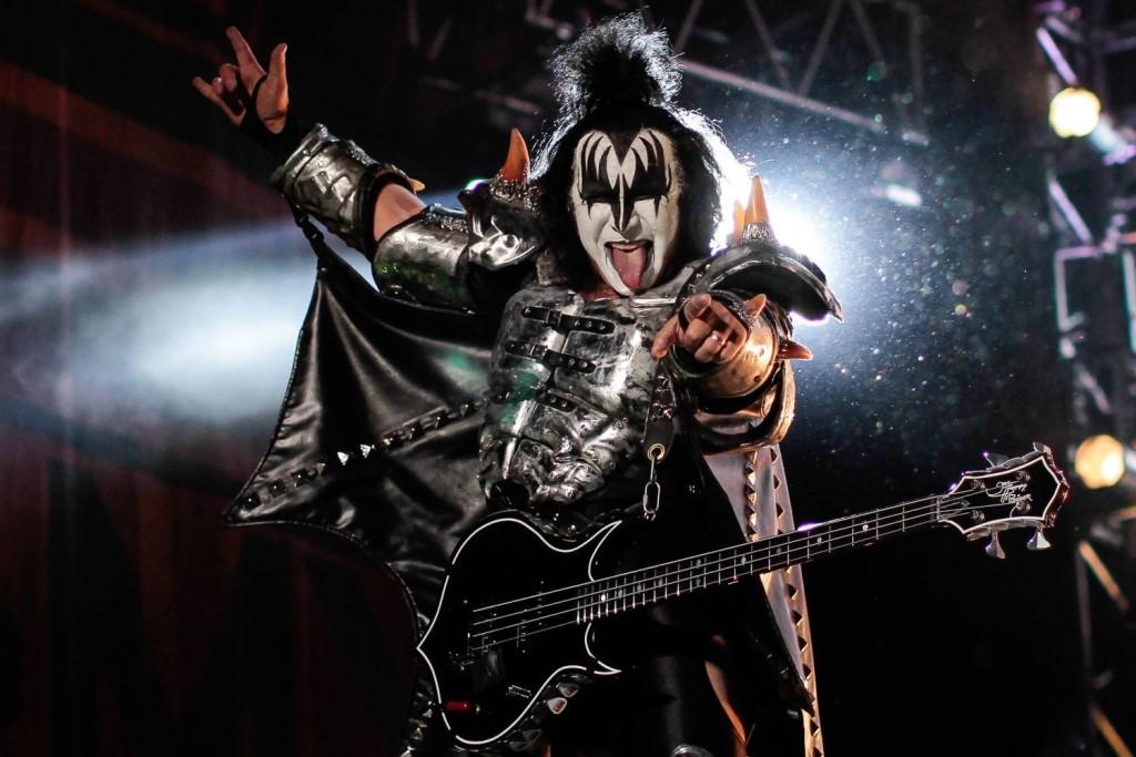 Участник рок-группы Kiss инвестировал в Dogecoin и XRP